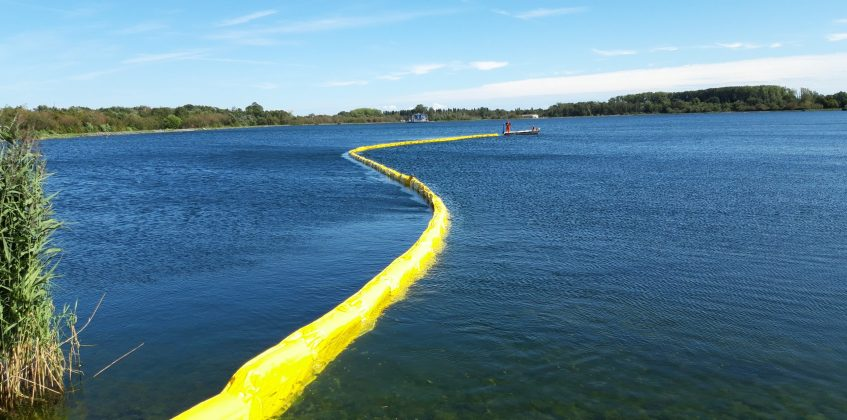 Oil barrier ESFB from Ecocoast against blue-green algae at Water-Link
